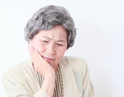 歯茎が急に腫れた時のNG行為と3つの応急処置