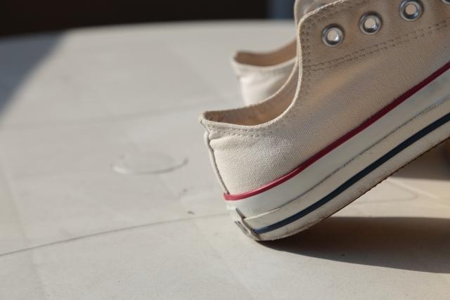 白い靴をできるだけ真っ白な状態で履き続けるコツ
