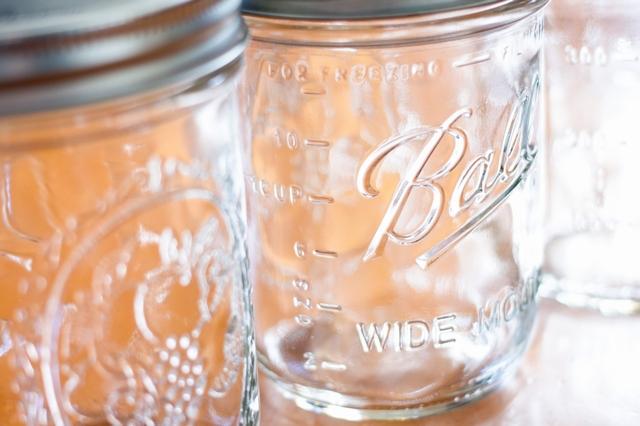 蓋付きのガラス瓶
