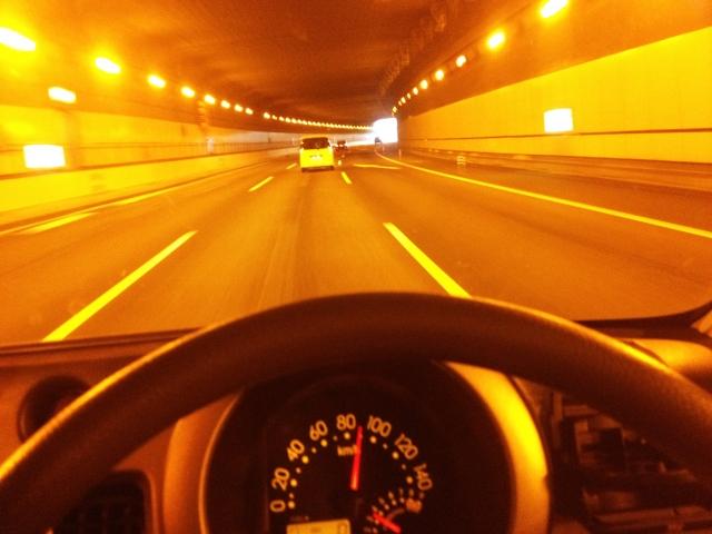 運転中の眠気を一発で覚ますための最強の方法