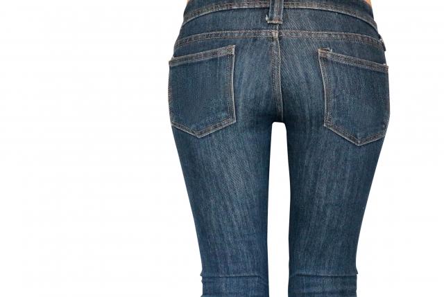 女性用のデニムパンツ