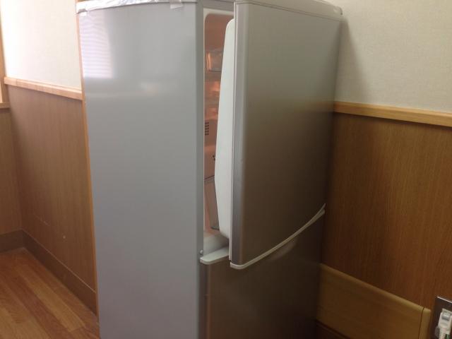 冷蔵庫の上のベタついた油汚れを落とす方法
