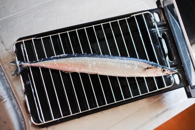 サンマが乗った魚焼きグリル