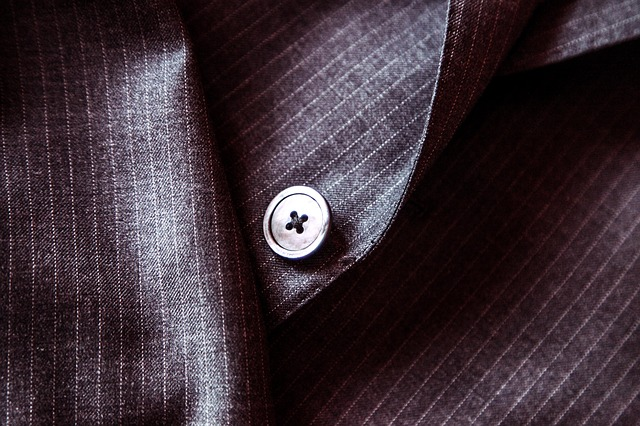 スーツのジャケットとそのボタン