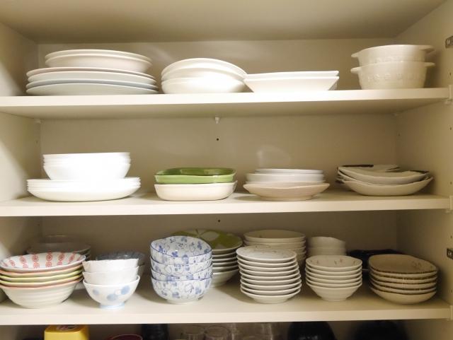 地震時の食器棚からの落下被害を最小限に抑える方法